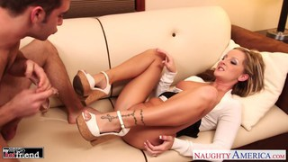 MILF in high heels Melissa Matthews gets fucked an