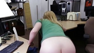 Sexy hottie chick loves to fucking a hard cock