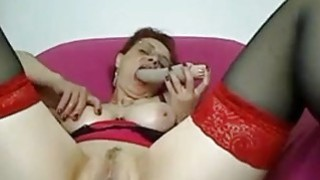 Mature amateur Linda toys her soaking  pussy