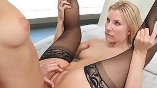 Lesbian sex delivers maximum pleasure to bitches