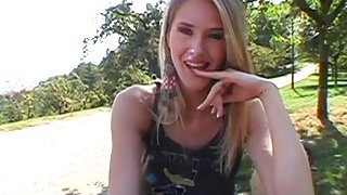 Public oral pleasure with sexy babe
